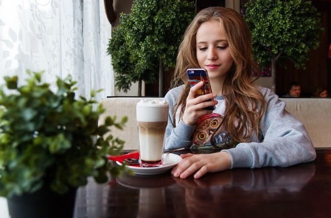 Tik tok te permite impactar de manera inmediata a un público masivo y muy identificado (usuarios de entre 16 y 24 años fundamentalmente)